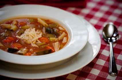 Supă minestrone vegană