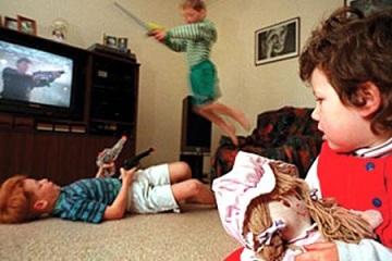 Imita copiii ceea ce vad la televizor?
