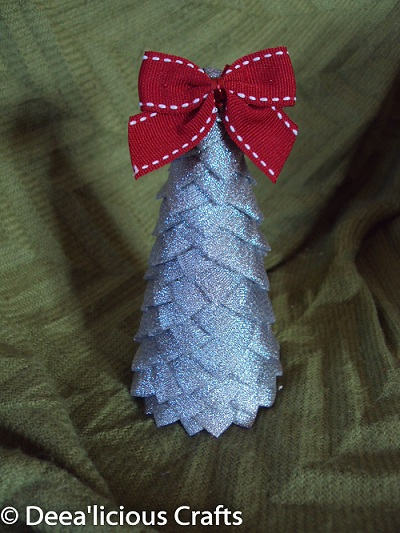 Decoratiune handmade: Bradut de Craciun realizat din panglici