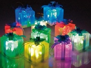 Cadouri luminoase pentru pomul de Craciun