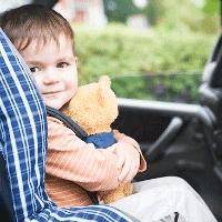 E LEGE: Obligatoriu centura sau scaun auto pentru copii in masina
