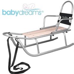 Sanie Rider marca Baby Dreams, fabricata dupa un design placut, este un cadou ideal, pentru cei ce iubesc aventurile si provacarile iernii. Sanie foarte rezistenta, iar datorita structurii sale se poate folosi mai multe sezoane. Cadrul este din aluminiu, rezistent la coroziune si deteriorare mecanica. In cazul copiilor mici, parintii pot sta pe sanie impreuna cu ei. Spatarul este bine fixat de sanie pentru a oferi siguranta copilului, dar se poate detasa atunci cand acesta creste. Sezutul, este fabricat din lemn rezistent, avand colturile rotunjite. Atat sania, cat si componentele, sunt fabricate cu atentie, pentru a oferi o cat mai mare siguranta. Lungime 110cm, latime 45 cm.