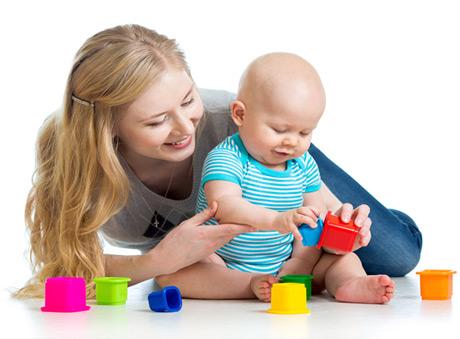 Jucarii pentru bebelusi – recomandari pe luni