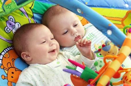 Jucarii pentru bebelusi de 3 luni
